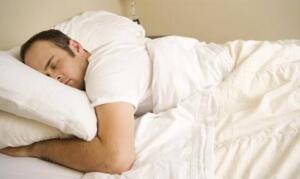 Bu nedenle -Müslüman olmayanlara benzeme niyeti olmaksızın- yüzüstü yatmak, haram veya günah değilse de, adaba aykırı olduğu gibi sünnet sevabından mahrum kalmaya neden olur. İslâmiyet; hangi vakitlerde uyumanın doğru, hangi vakitlerde uyumanın yanlış oluşundan tutun; uyumadan önce ve uyandıktan sonra neler yapılması gerektiğine varıncaya kadar, uykuyla ilgili de bütün âdap esaslarını tespit etmiştir.