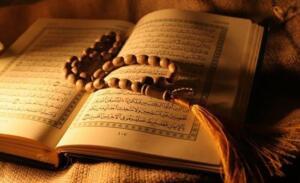Ayetel Kürsiyi hergün okumayı adet haline getiren kişinin ALLAH geçmiş günahlarını bağışlar. Okuyan hem Tevhid hemde Tilaveti yerine getirmiş olur. Bu da üstün bir zikir olur.  Ayetel Kürside 34 ilahi isim vardır. 17 acık olarak 17 de kapalı olarak. Aynı zamanda 17 mim harfi 17 de vav harfi vardır. ALLAH'ın en büyük ismi Ayetel Kürside mevcuttur. Bu yüzden Ayetel Kürsi ile dua edilirse kabul görür.