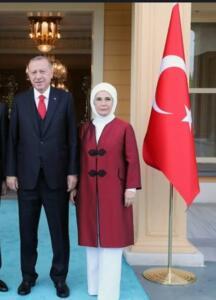 İki kız, iki erkek dört evladı olan Emine Erdoğan, sosyal ve siyasal hayatta daima aktif roller üstlenmiş, Başbakan eşi olduğu yıllarda da faaliyetlerini artırarak sürdürmüştür. Ailesinden aldığı yardımseverlik mirasını hayatının tümüne yansıtarak binlerce insana yardım eli uzatmıştır. 2005 yılında 'Toplumsal Gelişim Merkezi'nin (TOGEM) kuruluşuna öncülük etmiş, çocukların ve kadınların eğitimi ile ilgili önemli faaliyetlerin gerçekleştirilmesine destek olmuştur.
