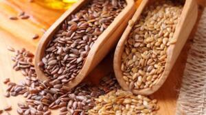 Uzmanlara göre ceviz, damarların esnekliğini geliştiren bir yiyecektir. Ayrıca günde 8 adet ceviz yemek, ağır yemeklerden sonra vücuda giren doymuş yağların kalp ve damarlara zarar vermesini engelleyecektir. Ceviz, sağlık açısından çok yararlı bir yiyecek olmasının yanında, oldukça da lezzetli bir yiyecektir. 4. Keten Tohumu