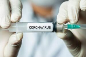 Dünya Sağlık Örgütü ve Sağlık Bakanlığı'nın açıklamasına göre, koronavirüsün en belirleyici semptomu ateş, nefes darlığı ve öksürük olarak belirleniyor. Mutasyona uğrayan virüsün belirtileriyle ilgili ise henüz bir açıklama yapılmadı. New York Sağlık Departmanı, korona virüse yakalanan birçok hastanın iyileştikten aylar sonra dahi ciddi sağlık sorunları yaşadığı konusunda doktorları uyardı. İşte, ayrıntılar.