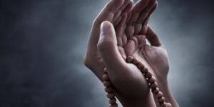 """MİRAÇ KANDİLİ DUASI """"Allah'ım! Verdiğin nimetin zeval bulmasından, bahşettiğin sağlık ve afiyetin sırt çevirmesinden, aniden vereceğin cezadan ve her çeşit gazabından kuşkusuz sana sığınırım."""" """"Allah'ım! Her çeşit kötü ahlaktan, kötü amelden, arzulardan ve hastalıklardan kuşkusuz sana sığınırım."""""""