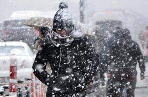 Çarşamba günü yurt genelinde yağışlar devam ediyor. Karadeniz, Ege, Marmara'da yağmur etkisini gösterirken yurdun iç kesimleri ve doğusunda kar yağışı etkisini göstermeye devam edecek.