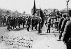 57. Piyade Alayı Kuruluşu; 57. Alay, 57. Piyade Alayı, Çanakkale Savaşı sırasında, 15 Nisan 1915'te Anzak Çıkarmasını durdurması ve verdiği büyük kayıplarla efsaneleşmiş bir alaydır. 57. Piyade Alayı, 19. Piyade Tümenine bağlı üç alaydan biridir. Tekirdağ'ın Yarkışla bölgesinde, 1 Şubat 1915 tarihinde kurulmuştur. Tarihimizin en şanlı birliği olan bu alayın başına kumandan olarak, kahraman Yarbay Hüseyin Avni Bey atanmıştır. 57. Alay, 25 Şubat 1915'te Çanakkale'de bulunan Eceabat'a getirilmiştir. Daha sonra yedek kuvvet olarak Bigali Köyü'ne geçmiş ve 24 Nisan 1915 tarihine kadar, Yarbay Mustafa Kemal ve Binbaşı Hüseyin Avni Bey tarafından sürekli olarak eğitime tabi tutulmuştur.