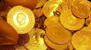 Son dönemdeki düşüşlerle birlikte 3 bin liradan oldukça uzaklaşan cumhuriyet altını bugün 2 bin 666 liradan alınırken 2 bin 748 liradan da satışa sunuluyor. YARIM ALTIN NE KADAR? 6 Mart t 2021 tarihinde yarım altın 1339 liradan alış, 1368 liradan satış fiyatıyla işlem görüyor.