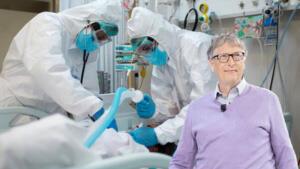 Microsoft Corp başkanlığından 2014 yılında ayrılan Gates, Bill ve Melinda Gates Vakfı aracılığıylaKovid-19 salgınıyla küresel düzeyde mücadeleyi desteklemek için en az 1.75 milyar dolartaahhüt etti. Bu kaynak, bazı aşı üreticilerinin, tanıların ve potansiyel tedavilerin desteklenmesini içeriyor.