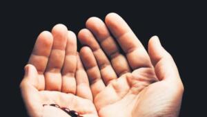 Böylesine mübarek bir gece de milyonlarca Müslülman ellerini semaya açarak bu geceyi idrak ediyor. Bilindiği gibi Miraç Gecesi okunacak dualar ve yapılacak ibadetlerin sevabı kat kat daha fazla.