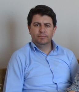 ASTSUBAY KIDEMLİ ÜSTÇAVUŞ ÖMER UMULU ŞEHİT OLDU Kazada şehit olan Astsubay Kıdemli Üstçavuş Ömer Umulu'nun şehadet haberi, Kırıkkale'deki ailesine askeri yetkililerce verildi. Acı haberi alan ailesi gözyaşlarına boğuldu. Şehit evinin bulunduğu sokağa Türk bayrakları asılırken, taziyeye gelen yakınları şehit evi önünde bekledi. Evli ve 3 çocuk babası şehit Astsubay Kıdemli Üstçavuş Umulu'nun cenazesi bugün kılınacak cenaze namazının ardından Kırıkkale'de toprağa verilecek