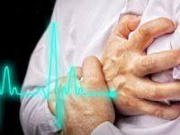 Türkiye'de yılda yaklaşık 200 bin kişi kalp krizi sonucu hayatını kaybediyor. Vücudumuz hastalıklara karşı direnç göstererek hastalığın oluşum sürecinde belli sinyaller veriyor. Kalp krizi de bu hastalıklar arasında yer alıyor. Vücudumuz bir ay öncesinden kalp krizine dair belirtiler göstererek uyarılar göndermeye başlıyor. Peki kalp krizi belirtileri nelerdir? Vücudumuz kalp krizine karşı ne gibi belirtiler gösterir? İşte kalp krizi belirtileri...