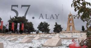Osmanlı donanması da çıkarmayı nereden yapacaklarını ve merkezde mi yoksa kıyıda mı müdahale edileceğini tartışıyordu. Çıkan sonuca göre yerin Saroz Körfezi olacağı ve merkezde durdurulması gerekiyordu. Fakat yedek kuvvet olarak Bigalı köyünde bulunan 19. Tümen Komutanı, Yarbay Mustafa Kemal, ordudaki görüşten farklı düşünüyordu. Mustafa Kemal'e göre, düşman Arıburnu konumundan çıkarma yapacaktı ve bu çıkarmaya ordu daha kıyıdayken derhal müdahale etmeli ve geri püskürtmeliydi. Tarihin 25 Nisanı gösterdiği gecede, Bigalı köyünde konumlandırılmış olan 19. Tümen karargahında top ve gemi sesleri duyulmaya başladı. Mustafa Kemal haklı çıkmıştı. Düşman kuvvetleri, tamda tahmin ettiği bölgeden çıkarma yapmaya başlamıştı.