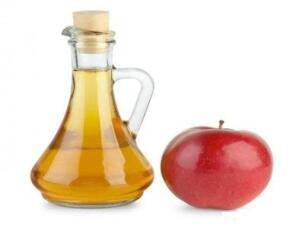 Elma sirkesi Elma sirkesi ve suyu, eşit olarak karıştırın. Günlük olarak, ayaklarınızı ve özellikle ayak tırnaklarınızı, 30 dakika boyunca bu çözelti içinde bekletin. Bittiğinde, ayak tırnaklarınızı iyice kurulayın. Bir kaç hafta boyunca günlük kullanıldığında, çok hızlı bir şekilde iyileşme görülmektedir.
