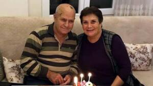 AYDIN´ın Söke ilçesinde koronavirüse yakalanan Yılmaz Karınca (67) ile eşi Meral Karınca (63), tedavi gördükleri hastanede 3 saat arayla hayatlarını kaybetti. Fevzipaşa Mahallesi'nde yaşayan 2 çocuklu Yılmaz-Meral Karınca çifti, bir süre önce koronavirüse yakalandı. Çift, Söke Fehime Faik Kocagöz Devlet Hastanesi yoğun bakım ünitesinde tedaviye alındı. Doktorların tüm müdahalesine rağmen dün akşam Yılmaz Karınca, hayatını kaybetti. 3 saat sonra de eşi Meral Karaca'dan acı haber geldi. Karınca çifti, bugün Söke Çimento Asri Mezarlığı'nda toprağa verildi.