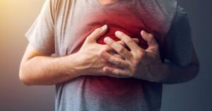 Yukarıda bahsedilen olası kalp krizi belirtilerinin insandan insana ve kadından erkeğe değişiklik gösterdiğini bilmekte fayda var. Bu 6 olası belirtiyi göz önünde bulundurarak hem kendi hayatınızı hem de başkasının hayatını kurtarabilirsiniz.