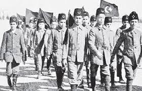 """Çanakkale ve İstiklal Savaşı'na katılan çok sayıda çocuk, vatan savunmasında destan niteliğinde kahramanlık örnekleri sergileyerek, """"meçhul çocuk askerler"""" olarak Türk tarihinde yerini aldı. Selçuk Üniversitesi Eğitim Fakültesi Tarih Eğitimi Anabilim Dalı Başkanı Prof. Dr. Nuri Köstüklü, Türk milletinin vatan savunması verdiği dönemlerde erkek ve kadınlar kadar çocukların da çok önemli görevler üstlendiğini söyledi."""