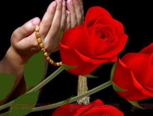 MİRAÇ GECESİ PEYGAMBERİMİZİN DİLEK DUASI Duaların kabul olduğu özel vakitler vardır. Miraç Kandili de o vakitlerden ve o kıymetli gecelerden biridir. Bu gecede edilecek dualar reddolunmaz. Peki dileklerinizin kabulü için nasıl dua etmelisiniz? Aşağıda vereceğimiz duayı Peygamberimiz gözleri kör olan birinin isteği üzerine söylemiştir. O kişi Hazreti Muhammed'e gelip 'Ya Resulallah! Allahü teâlâya dua et, gözlerim açılsın' deyince ona abdest alıp aşağıdaki duayı etmesini söylemiştir.