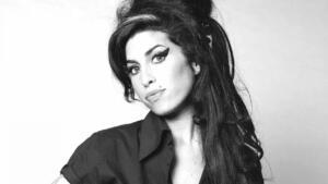 AMY WINEHOUSE 2011 yılında hayatını kaybeden Amy Winehouse uyuşturucu bağımlılığının yanı sıra yaşadığı ağır depresyon süreci sebebiyle rehabilitasyon merkezinde tedavi altına alınmıştı.