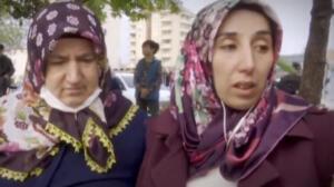 """Eşim ve yengem daha önce yanında çalıştıkları yufkacı Muammer Ay'a kaçtılar. Kardeşim Ercan ile birlikte polise başvurduk. Antalya'ya gittiklerini duydum. Ortaya çıkmalarını istiyorum. İki aile perişan oldu"""" ifadelerini kullandı."""
