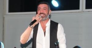 """HAKAN ALTUN HAKKINDA Hakan Altun, 13 Ağustos 1972 yılında İstanbul'da dünyaya geldi. İstanbul Teknik Üniversitesi Devlet Türk Musikisi Konservatuvarı'nda eğitim gördü. 1998 Aralık ayında """"Hakan"""" adlı ilk albümünü çıkaran Altun, ilk albümünün çıkış parçası olan """"Hani Bekleyecektin"""" ile üne kavuşmuştur. 2000 Eylül ayında """"Ağlamak Yok Yüreğim"""" adlı ikinci albümünü çıkardı. Bu albümde yer alan """"Her Sevda Bir Ölümmüş"""" adlı şarkısına Şebnem Schaefer ile çektiği video klibi ile ses getirmiştir."""