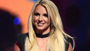 BRITNEY SPEARS Bir dönemin yıldızı en parlak isimlerinden olan Spears, bir dönem ciddi psikolojik sıkıntılar yaşamıştı. Kameralar önünde saçlarını kazıtan Spears'ın tutarsız davranışları, ani duygusal patlamaları, karar vermekte zorlanması ona bipolar teşhisi konmasına ve bir süre hastanede tedavi edilmesine neden olmuştu.