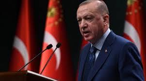 """AK Parti Grup Toplantısı'nın ardından Genişletilmiş İl Başkanları Toplantısı'na katıldı. Erdoğan, toplantıda önemli açıklamalar yaptı. Tüm dünyayı kasıp kavuran koronavirüsle mücadeleden de bahseden Cumhurbaşkanı Erdoğan, """"Hiçbir temeli olmayan finans hareketlerine karşı önlemlerimizi alıyoruz. Ülkemizi büyütmeye çalışıyoruz. Üretim tarafında çarklar dönüyor. Salgın tedbirinden etkilenen yeme-içme sektöründekiler başta olmak üzere çözüm üretmeye çalışıyor, bunu ortadan kaldırmak istiyoruz. Amacımız ülkemizi Ramazan ayında dinlendirerek bayram sonrası güzel günlere hazırlamak istiyoruz. Avrupa ülkelerinin hemen tamamı Türkiye'den daha ağır kapatma tedbirleri uyguluyor."""" ifadelerine yer verdi."""