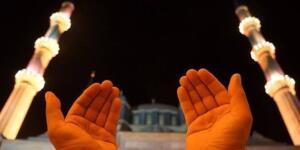 Ramazan ayında dualarınızın kabulünü diliyorum. (Oruçlunun duası reddedilmez.) [Tirmizî] (Oruçlun iftar vakti yaptığı duayı Allahü teâlâ geri çevirmez.) [Beyhekî] İftardan önce, Euzü ve Besmele çekilip, (Allahümme yâ vâsi'al-mağfireh iğfirlî ve li-vâlideyye ve li-üstâziyye ve lil-müminîne vel müminât yevme yekûmülhisâb) denir. Mânâsı şöyledir: