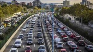 ÖZEL ARAÇLA SEYAHAT EDEBİLMEK İÇİN GEREKLİ ŞARTLAR Cumhurbaşkanı Erdoğan yaptığı açıklamada 'Hafta içi sokağa çıkma saatleri akşam 19.00 sabah 05.00 olarak güncellenmiştir.65 yaş üstü ve 18 yaş altının şehir içi toplu taşıma araçlarını kullanma sınırlamasını yeniden getiriyoruz. Sokağa çıkma saatlerinde zorunlu haller dışında şehirler arası seyahatlere izin verilmeyecektir.' diye belirtti.
