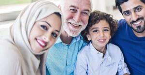 kelimelerin baş harflerini atarsak 'ilgi' olur. İlginizi yitirmeyin. Dediklerimi sakın unutmayın! Der ve yavaşça ayrılır… Her evlilik yeni bir ocaktır. Topluma yön veren, yeni nesilleri yetiştiren bir ocak… Eşlerin birbirlerine olan sevgi, saygı, ilgi ve alakaları bu ocağı daima ayakta tutacaktır. Dolayısıyla sağlam direklere dayanmış bir aileden de sağlıklı nesiller yetişecektir. Umarız bu yazımızda sizlere faydalı olmuşuzdur. Allah'a emanet olun!…