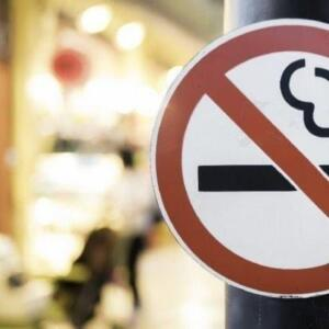 Sigara fiyatları vatandaşlar tarafından merak konusu oldu. Geçtiğimiz aylarda Resmi Gazete'de duyurulan kararla, sigarada ÖTV ve maktu vergi oranları yeniden düzenlenmişti. 1 Nisan itibarıyla birçok tütün markasına zam geleceği iddia edildi. Yeni fiyat listesi sosyal medyada da merak konusu oldu. Sosyal medya hesapları üzerinden yeni fiyat listelerinin paylaşıldığı görüldü.