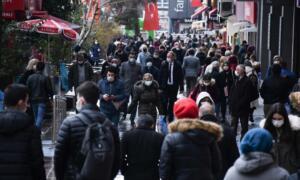 """Korona virüse karşı alınacak yeni tedbirlerle ilgili konuşan Cumhurbaşkanı Recep Tayyip Erdoğan, """"Şayet vaka sayıları düşmezse çok daha sert tedbirler almak zorunda kalabiliriz"""" ifadelerini kullanmıştı."""