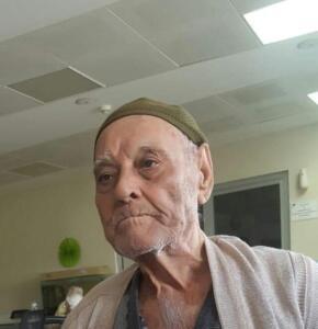 Hilmi Çelik, koronadan öldü denilen babası Recep Çelik'i defnetti. İki gün sonra hastaneye gittiğinde ölen kişinin babası değil, aynı adı taşıyan Recep Yılmaz olduğunu öğrendi. Babasını sağ görünce bayıldı.