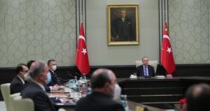 Başkan Recep Tayyip Erdoğan Cumhurbaşkanlığı Kabine Toplantısı sonrası önemli açıklamalarda bulundu. Koronavirüsle mücadele sürecine değinen Başkan Erdoğan, bu süreçten etkilenen esnaf ve çiftçiye destek verileceğini duyurdu. Başkan Erdoğan, açıklamasında, ''235 bin esnafımıza bir defaya mahsus 5 bin lira hibe ödemesi yapacağız.'' ifadelerini kullandı.