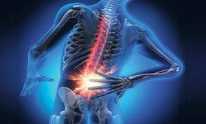 5.Yerde Sallanın Sırt üstü yere yatın. Dizlerinizi ellerinizle sıkarak göğsünüze doğru itin. Vücudunuzu ileri geri sallamaya başlayın. Bu işlemi 10 kez tekrarlayın.