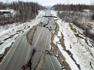 """Elimizdeki verilere göre biz bu depremin 2019 ile 2026 arasında olacağını ve 2.5 dakika kadar uzayabileceğini görüyoruz."""" Yaltırak, depremin İstanbul depremi değil Marmara depremi olacağını bildirerek, """"Ülkemizde herkesin önlem alması lazım, bazı evlerinin değiștirilmesi gerekirken bazı bölgelerde hiç oturulmaması lazım"""" uyarılarda da bulundu"""