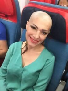 Geçtiğimiz yıllarda iki kez kanserle mücadelesini kazanan, bir dönem çoklu organ yetmezliği tedavisi de gören Gülay Sezer, rahim kanserine yakalandı. Bodrum'dan İstanbul'a dönerek tedavisine başlayan şarkıcıdan açıklama geldi. Milliyet gazetesinden Ali Eyüboğlu'na konuşan ünlü şarkıcı, vasiyetini hazırladığını açıkladı.