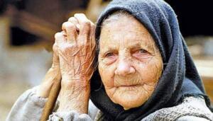 """Vakıa, 56/35-37)"""" (Tirmizi, Şemail, Beyrut, ts., s.144) Bu hanımın ismi rivayetlerde zikredilmemiştir. Bununla beraber, bazılarına göre bu kadın Hz. Peygamberin halası Safiye'dir. (bk. Tirmizi, Şem"""