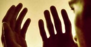 KUR'AN-I KERİM BİLENLER ARAPÇA OKUSUN Elem neşrah leke sadrâk, Ve vada'na 'anke vizrâk, Elleziy enkada zahrâk, Ve refağna leke zikrâk, Feinne me'al'usri Yüsra, İnne me'al'usri yüsra, Feiza ferağte fensab Ve ila rabbike ferğab Anlamı: Biz senin için (mutlulugun için )gögsünü açmadik mi? Senden yükünü indirmedik mi? O senin sirtini ezen yükü. Senin şanını yüceltmedik mi? Demek ki, zorlukla beraber bir kolaylik vardir. Evet, zorlukla beraber bir kolaylik vardir. O halde bos kaldin mi, yine kalk (baska bir iş ve ibadetle) yorul. Ancak Rabbine yönel.