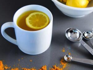 hafta boyunca her gece yatmadan bir su bardağı sıcak suya bir limonu sıkın, için ve yatın. İdrar söktürücü etkisi sayesinde karaciğerinizi ilk günkü gibi tertemiz yapacaktır. Limon ve zencefil çayı