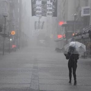 Meteoroloji, AFAD ve valilikten uyarılar peş peşe geldi. Önceki gün yurdun büyük kesiminde etki gösteren ve yer yer sele neden olan yağışlar, kuvvetli şekilde devam edecek. İşte yurt genelinde hava durumu...