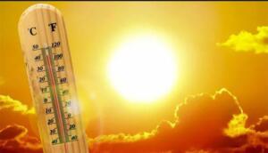 """Kişilere dışarı çıkarken şapka takıp, şemsiye almayı öneren Dr. Güven Özdemir, """"Gölge olan alanlarda vakit geçirin. Güneş çarpmasına dikkat edin, bol bol su için. Küçük çocukları güneşin en tepede olduğu saatlerde dışarı çıkarmayın. Tatile gidenler de güneşlenirken saat aralığına dikkat etsin. Güneşin altında uzun saatler geçirmesin"""" dedi."""