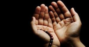 """Yine bir hadis-i şerifte: """"Kim ihlâs suresini Arefe gününde öğle ile akşam arasında bin defa okursa Allah (cc), ona ne isterse verir."""" buyrulmaktadır. Bununla ilgili olarak başka bir Hadis-i şerife göre; """"İhlâs suresini okumak kul hakkı hariç diğer bütün günahların affına vesiledir."""" (Ebu-ş şeyh)"""