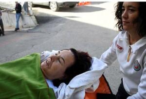 """Muğla'nın Bodrum ilçesine bağlı Torba Mahallesi'nde yaşayan Yeşilçam'ın ünlü sinema oyuncusu 79 yaşındaki Fatma Girik dün akşam saatlerinde yardımcılarının çağırdığı ambulans ile Bodrum'daki Amerikan Hastanesi'ne kaldırılarak tedavi altına alındı. Sözcü'nün haberine göre, Amerikan Hastanesi Başhekimi Op. Dr. Yusuf Babayiğit """"Fatma hanım göğüs hastalıkları enfeksiyonu nedeni ile tedavi altına alındı. Şu anda göğüs hastalıkları uzmanlarımızın öncülüğünde tedavisi sürüyor. Bir süre hastanemizde tedavi altında olacak"""" diye konuştu."""