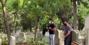Alişan, kardeşinin vefatından sonra Feriköy Mezarlığı'na uğurlanan Selçuk Tektaş'ı her gün ziyarete gidiyor. Ünlü sanatçı o günden beri Tektaş'ı yalnız bırakmıyor ve her gün mezarı başında dua ediyor.