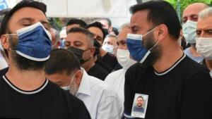 Selçuk Tektaş koronavirüse yakalanmış ve bir ay yoğun bakımda kalmıştı. Tüm müdahalelere rağmen hayatını kaybeden Tektaş, 21 Temmuz'da Teşvikiye Camii'nde kılınan namazın ardından Feriköy Mezarlığı'nda toprağa verilmişti.