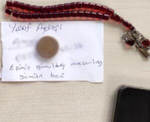 """Geçtiğimiz hafta perşembe günü saat 07.30 sıralarında Kağıthane Talatpaşa Mahallesi'ndeki İETT Garajı'nda edinilen bilgiye göre 13 yıldır garajda güvenlik görevlisi olarak çalışan 47 yaşındaki Ömer Babahanoğlu, kısa bir süre önce kanserden eşini kaybetmesi nedeniyle izne çıktı.""""EŞİMİN GÖMÜLDÜĞÜ YERE GÖMÜN BENİ""""İlk iş gününde gece vardiyasına gelen Babahanoğlu, sabaha karşı """"Yusuf A.'yı arayın, eşimin gömüldüğü yere gömün beni"""" notunu bıraktıktan sonra tabancayla kendini başından vurdu. Olayın ardından vardiya değişimine gelen Özkan G. (41), nöbet kulübesine girdiğinde gördüğü manzara karşısında şoke oldu. İhbar üzerine olay yerine sağlık ve polis ekibi sevk edildi."""