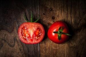 Eğer domatesten en iyi şekilde faydalanmak istiyorsanız pişirerek tüketin, çünkü bu şekilde antioksidan ve likopen içeriği daha da artmış olur.