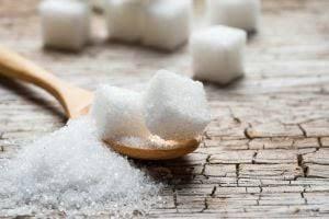 Bir çok uzman şekerin zararlı olduğuna dair açıklamalarda bulunuyor. Soframızdan mutlaka şekeri kaldırmamız gerektiğini belirtiyorlar. Üç beyazdan bahsederken şekerin ilginç faydası herkesi şaşırttı.