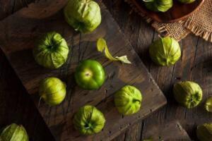Yeşil tomatillo, geleneksel Meksika mutfağındaki bileşenlerden biridir ve küçük boyutuna rağmen, sağlığımız için çok miktarda yararlı besin taşır. Yeşil Yeşil Domates Tomatillonun sağlığımız açısından birçok faydası bulunmaktadır..