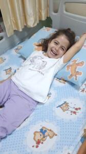 6 yaşındaki Elisa koronavirüse yenildi Rize'de yaşayan 6 yaşındaki Elisa Yenigün lösemi tedavisi görüyordu. Tedavi gördüğü hastanede koronavirüs testi pozitif çıkan Elisa ve ailesi izolasyon için Rize'ye gönderildi. Evlerinde fenalık geçiren Elisa, Rize Recep Tayyip Erdoğan Üniversitesi Eğitim ve Araştırma Hastanesi'ne kaldırıldı. Durumu ciddi olan 6 yaşındaki Esila Yenigün, doktorların tüm müdahalelerine rağmen kurtarılamadı.