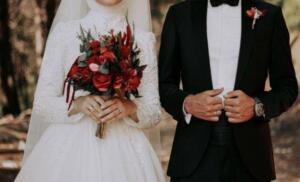 """Borcumuz ne zaman bitecek belli değil. En güzel düğün bizimki olsun diye daha kaç yılımızı kavgalarla heba edeceğimiz belli değil. Sen sen ol bekar kardeşim, yapma! """"Mutlu olmak için evlen"""" borç ödemek için değil. Ömrünün en güzel yıllarını bankalara ipotek etme. Düğünde hediye ettiğin süslü ponponlu şekerlerin unutulur, ama maddi sıkıntı durumunda eşine söylediğin en küçük söz yıllarca yara olarak kalır!."""
