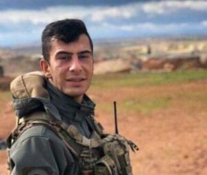 """Suriye İdlib'de, İdlib Gerginliği Azaltma Bölgesi'nde arama tarama faaliyeti sonrası intikal sırasında düzenlenen saldırıda 2 asker şehit oldu, 3 asker yaralandı. MSB'den yapılan açıklamada, """"İdlib Gerginliği Azaltma Bölgesinde, 11 Eylül 2021 tarihinde Arama/Tarama faaliyeti sonrası intikal halinde olan bir unsurumuza yapılan saldırı sonucunda iki kahraman silah arkadaşımız şehit olmuş, üç kahraman silah arkadaşımız ise yaralanmış ve derhal hastaneye sevk edilmiştir."""